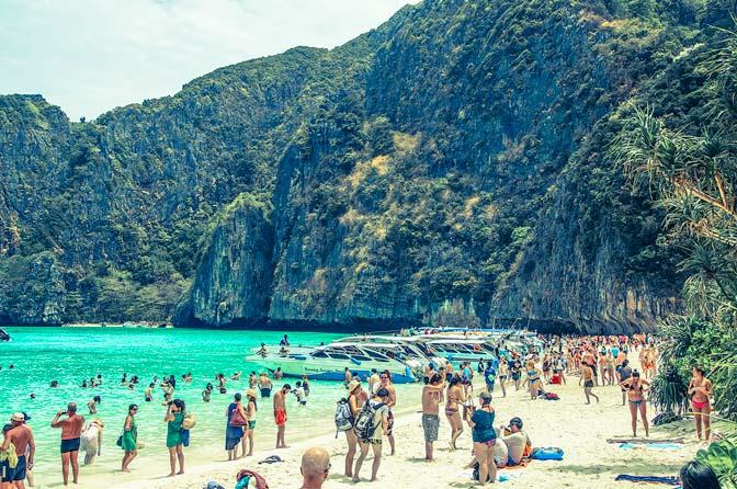 phi-phi-leh-busy-beach