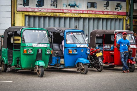 Tuk tuk drivers in Sri Lanka